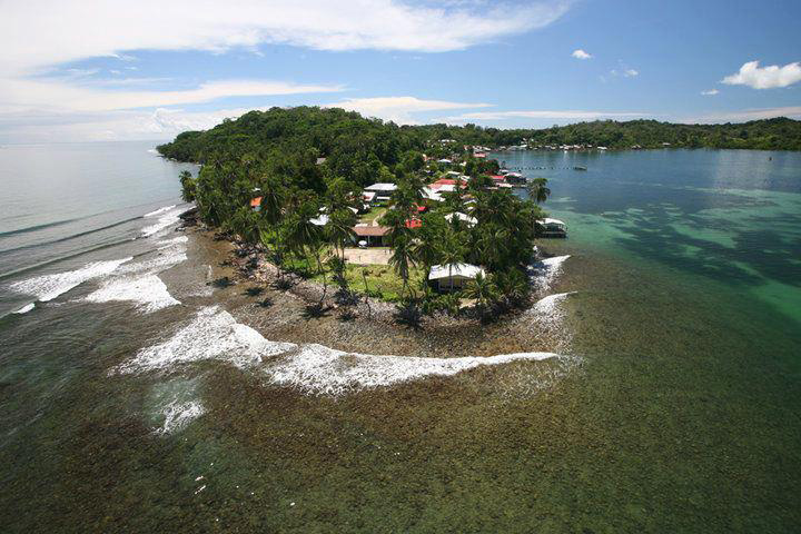 Beautiful-Photos-That-Will-Make-You-Want-to-Stay-at-Bastimentos-Island-1